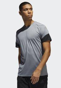 adidas Performance - 25/7 RISE UP N RUN PARLEY T-SHIRT - Print T-shirt - grey - 0
