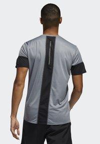 adidas Performance - 25/7 RISE UP N RUN PARLEY T-SHIRT - Print T-shirt - grey - 1