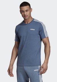 adidas Performance - ESSENTIALS 3-STRIPES T-SHIRT - Sportshirt - blue - 0