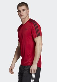 adidas Performance - DESIGN 2 MOVE 3-STRIPES T-SHIRT - Print T-shirt - red - 2