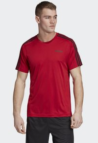 adidas Performance - DESIGN 2 MOVE 3-STRIPES T-SHIRT - Print T-shirt - red - 0