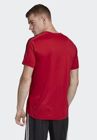 adidas Performance - DESIGN 2 MOVE 3-STRIPES T-SHIRT - Print T-shirt - red - 1