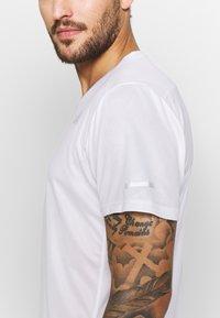 adidas Performance - OWN THE RUN TEE - T-shirts med print - white/black - 5