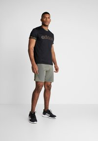 adidas Performance - ESSENTIALS SEASONAL SHORT SLEEVE TEE - Print T-shirt - black - 1