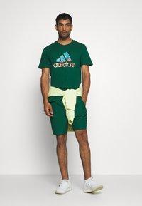 adidas Performance - BIT BOS - T-shirts med print - green - 1