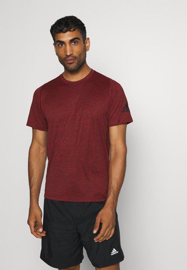 FREELIFT AEROREADY TRAINING SHORT SLEEVE TEE - T-shirt basic - scarlet melange/black