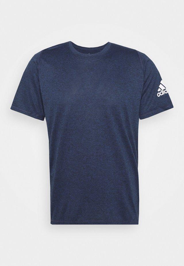 FREELIFT AEROREADY TRAINING SHORT SLEEVE TEE - Camiseta básica - mottled dark blue