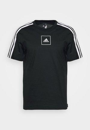 3S TAPE TEE - T-shirt z nadrukiem - black
