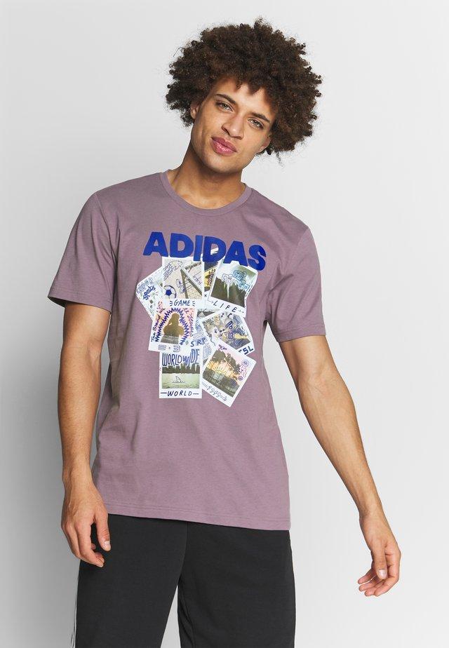 PHOTOS - T-shirt con stampa - purple