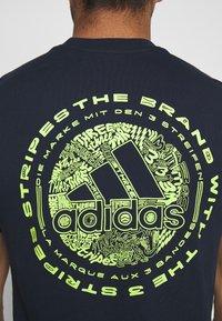 adidas Performance - EMBLEM - Print T-shirt - legend ink - 5