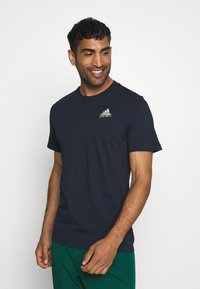 adidas Performance - EMBLEM - Print T-shirt - legend ink - 0