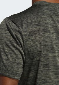 adidas Performance - TECH GRADIENT T-SHIRT - T-shirts med print - legacy green - 6