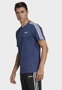 adidas Performance - ESSENTIALS 3-STRIPES T-SHIRT - Print T-shirt - tech indigo - 2