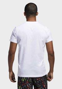 adidas Performance - HARDEN LOGO T-SHIRT - T-shirt z nadrukiem - white - 1