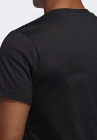 adidas Performance - FUTURE COURTS T-SHIRT - T-shirts med print - black - 5