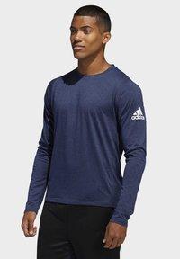 adidas Performance - FREELIFT SPORT HEATHER BADGE OF SPORT LONG-SLEEVE TOP - Sports shirt - mottled blue - 0