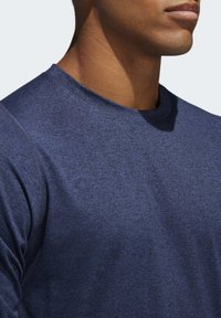 adidas Performance - FREELIFT SPORT HEATHER BADGE OF SPORT LONG-SLEEVE TOP - Sports shirt - mottled blue - 5