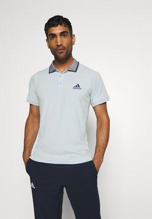 AEROREADY TENNIS SLIM SHORT SLEEVE - T-shirt de sport - skytin/tecind