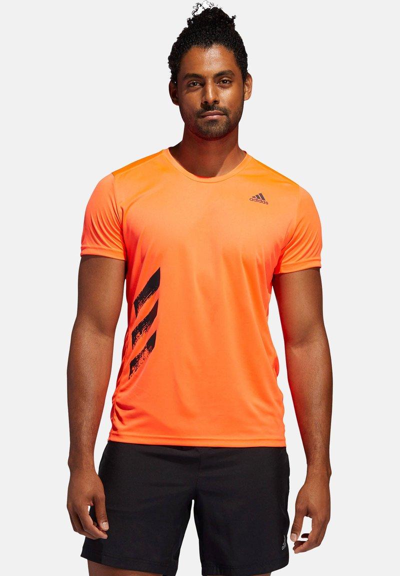"adidas Performance - ADIDAS PERFORMANCE HERREN LAUFSHIRT ""RUN IT TEE PB 3 STRIPES"" - Print T-shirt - orange"