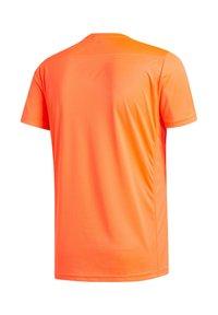 "adidas Performance - ADIDAS PERFORMANCE HERREN LAUFSHIRT ""RUN IT TEE PB 3 STRIPES"" - Print T-shirt - orange - 4"