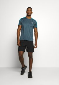 adidas Performance - RESPONSE PRIMEGREEN RUNNING SHORT SLEEVE TEE - Triko s potiskem - dark blue - 1