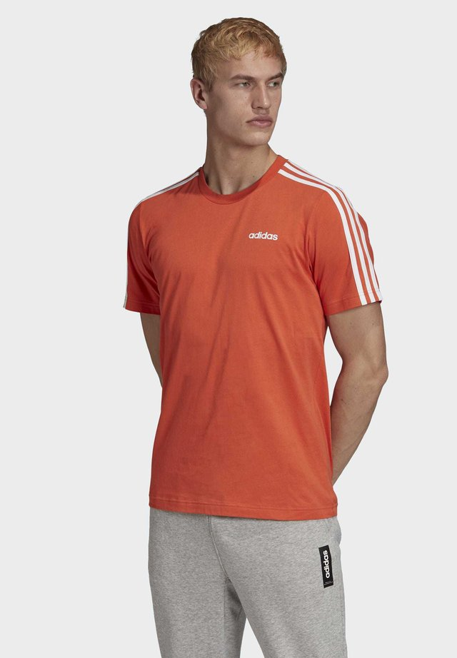 ESSENTIALS 3-STRIPES T-SHIRT - T-shirt con stampa - orange