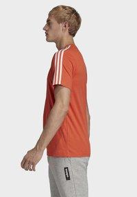 adidas Performance - ESSENTIALS 3-STRIPES T-SHIRT - T-shirt print - orange - 3