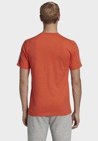 adidas Performance - ESSENTIALS 3-STRIPES T-SHIRT - T-shirt print - orange - 1