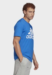 adidas Performance - MUST HAVES BADGE OF SPORT T-SHIRT - T-shirts med print - blue - 2