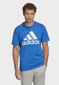 adidas Performance - MUST HAVES BADGE OF SPORT T-SHIRT - T-shirts med print - blue - 0