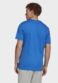 adidas Performance - MUST HAVES BADGE OF SPORT T-SHIRT - T-shirts med print - blue - 1