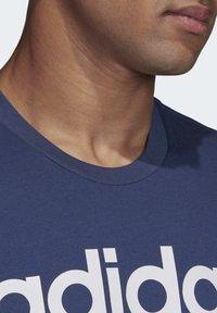 adidas Performance - ESSENTIALS LINEAR LOGO T-SHIRT - T-shirts med print - blue - 5