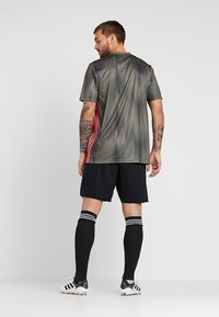 adidas Performance - PARMA PRIMEGREEN FOOTBALL 1/4 SHORTS - Sports shorts - black/white - 2