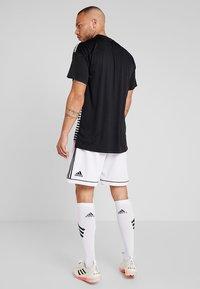 adidas Performance - SQUADRA CLIMALITE FOOTBALL 1/4 SHORTS - Pantalón corto de deporte - white/black - 2