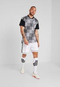 adidas Performance - SQUADRA CLIMALITE FOOTBALL 1/4 SHORTS - Pantalón corto de deporte - white/black - 1