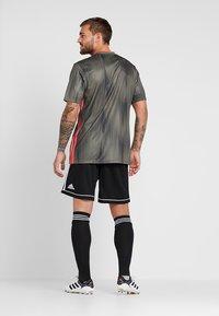 adidas Performance - SQUADRA CLIMALITE FOOTBALL 1/4 SHORTS - Korte broeken - black/white - 2