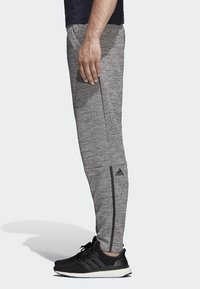 adidas Performance - Z.N.E. Tapered Pants - Träningsbyxor - grey