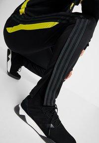 adidas Performance - Manchester United - Teplákové kalhoty - black/solar grey - 4