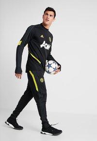 adidas Performance - Manchester United - Teplákové kalhoty - black/solar grey - 1