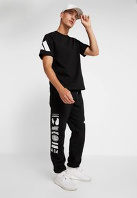 adidas Performance - ATHLETICS PACK SPORT TAPERED SWEAT PANT - Pantalones deportivos - black - 1
