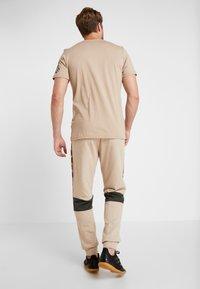 adidas Performance - Pantalon de survêtement - tan - 2