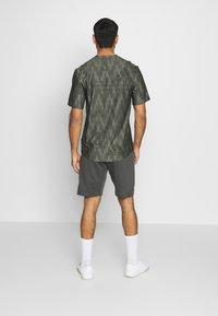 adidas Performance - DESIGNED4TRAINING CLIMALITE  - Sports shorts - grey - 2