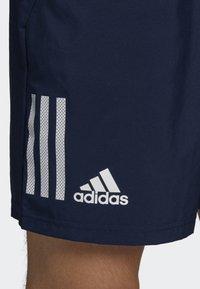 adidas Performance - CLUB 3-STRIPES 9-INCH SHORTS - Träningsshorts - blue - 3