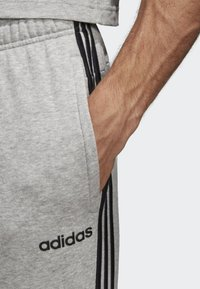 adidas Performance - ESSENTIALS 3-STRIPES JOGGERS - Trainingsbroek - grey - 2
