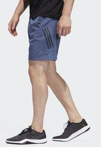 adidas Performance - 4KRFT TECH WOVEN 3-STRIPES SHORTS - Urheilushortsit - blue - 2