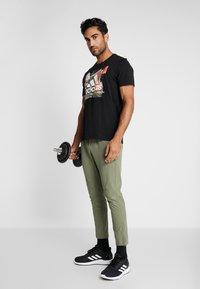 adidas Performance - CITY BASE DESIGNED4TRAINING SPORT PANTS - Pantalones deportivos - green - 1