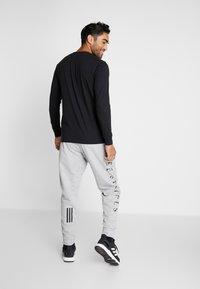 adidas Performance - MUST HAVE AEROREADY ATHLETICS SPORT PANTS - Pantalones deportivos - grey - 2