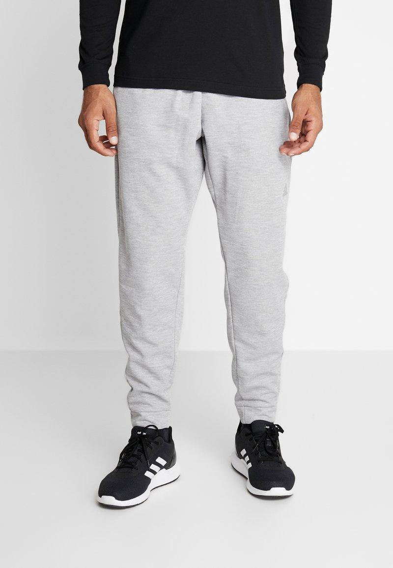 adidas Performance - MUST HAVE AEROREADY ATHLETICS SPORT PANTS - Pantalones deportivos - grey