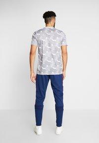 adidas Performance - TAN CLUB PANT - Teplákové kalhoty - navblu - 2