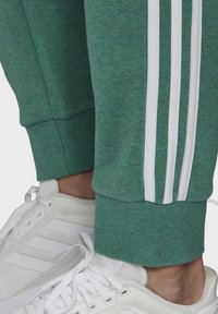 adidas Performance - ESSENTIALS 3-STRIPES TAPERED CUFFED JOGGERS - Tracksuit bottoms - green - 5